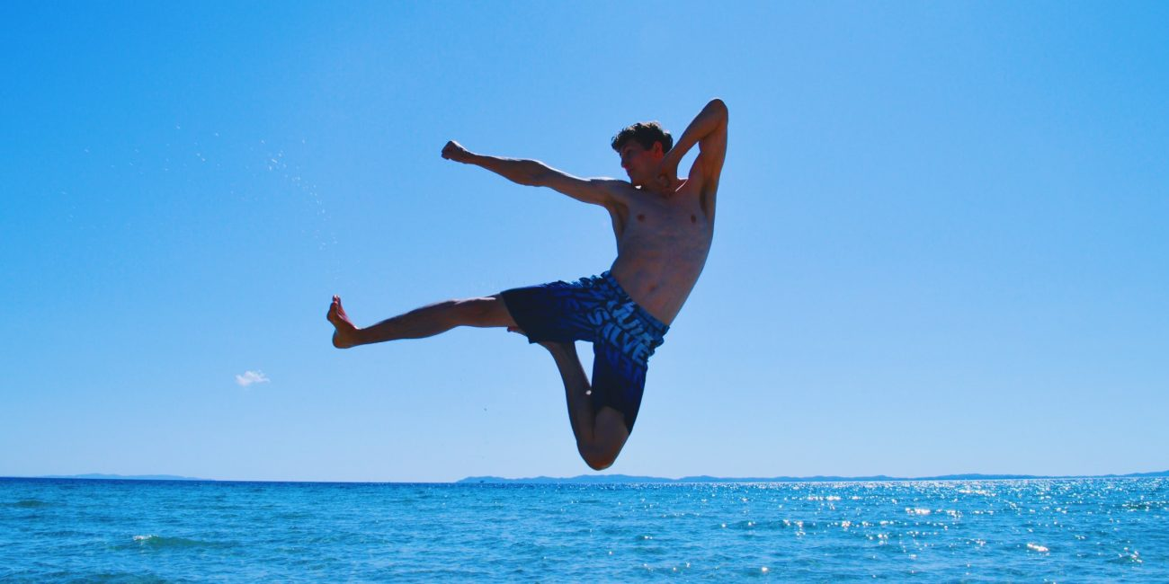 Patrick Peter Freerunning Athlet Kick Strand Griechenland