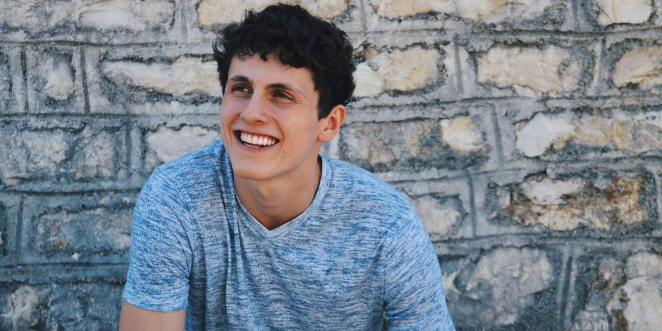 Patrick Peter Model Hollister lachen