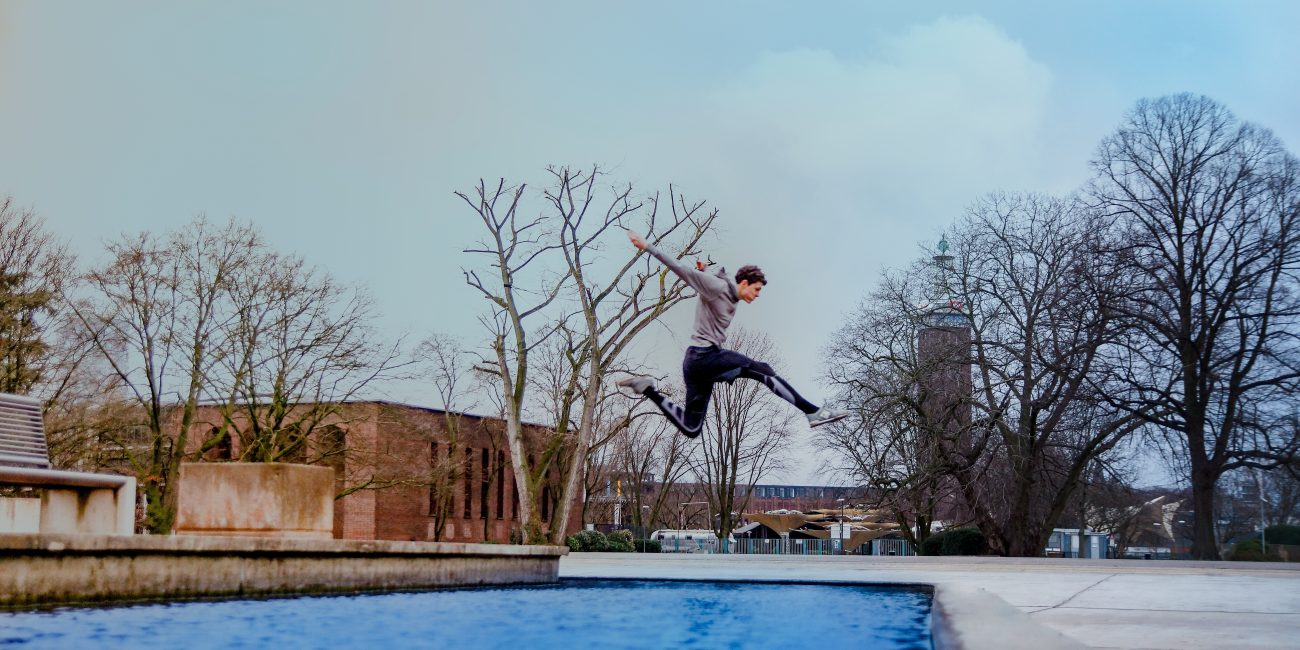 Patrick Peter Sport Parkour Athlet Stride Sprung Wasser